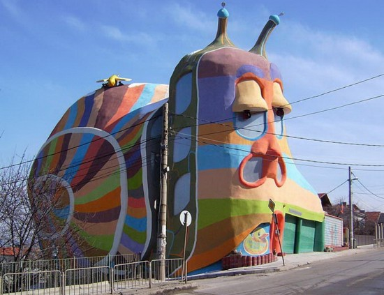 The allee willis museum of kitsch crazy snail house for Architecture kitsch